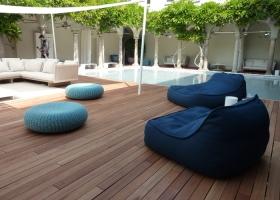 Nuevas colecciones de mobiliario de PAOLA LENTI para exterior y también para interior, fueron bellamente expuestas en I Chiostri dell´Umanitaria, en el marco de la Feria de Milán 2011.