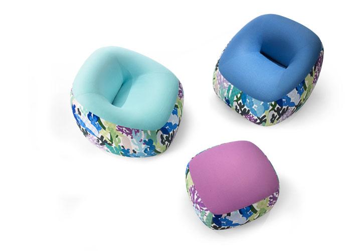 Presentada en el Salón Internacional del Mueble de Milán, en abril del 2009, la familia de asientos tapizados Swamp invita al máximo relax en tres versiones: El sillón R, el loveseat XL y el pouf P; diseño de Michiel van der Kley. Foto, gentileza Artifort.
