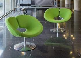 Abierta y ergonómica, la silla Apolo irradia balance y armonía. Diseñada por Patrick Norguet En el 2002, está destinada a ser un clásico. Foto, gentileza Artifort.