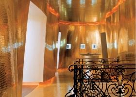 Mosaicos de oro de la colección Bisazza compuestos por dos láminas de vidrio y una lámina interna de oro de 24 kt. Foto, Maison Guerlain, París, diseño de Maxime d´Angeac con mosaico Oro Bis, gentileza de Bisazza.