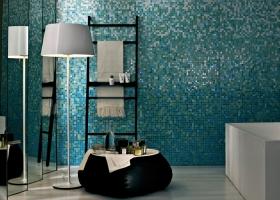 La colección Sfumature ,basada en el claro-oscuro, desde el color más intenso al menos intenso, mezcla mosaicos de texturas diversas en doce diseños distintos para dar a los espacios efectos de mayor o menor amplitud. Foto, gentileza de Bisazza.