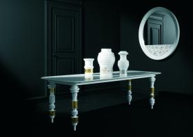 Presentada en abril del 2007 y como parte de la colección Bisazza Home, Jaime Hayon diseña la serie de objetos The Pixel Ballet : Engine Table, Pixel Vases y Random Pixel Mirror. Foto de Paolo Veclani para Bisazza.