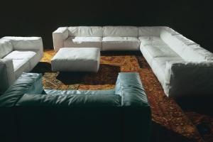 Presentado en el Salón del Mueble de Milán del 2008, Sofa, diseño de Francesco Binfarè es un viaje a los sentidos y la búsqueda del confort. Foto Edra.