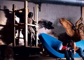De la innovadora colección Victoria and Albert, diseñada por Ron Arad en el 2000, es el sofá casi escultórico, pero de gran confort y dimensiones. Foto gentileza de Moroso.