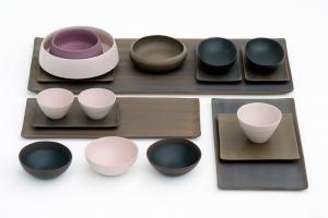 Una gran variedad de objetos combinables entre sí para servir en la mesa, están disponibles con una carta de más de 30 colores. Foto gentileza de Rina Menardi.