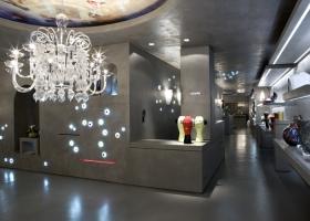 Clásico lampadario de Carlo Scarpa en el showroom de Venini en el cuadrilátero de la moda de Milán. Foto gentileza de Venini.