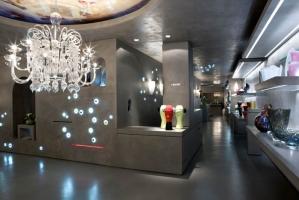 VENINI, Italia. Objetos artísticos y lámparas de vidrio de Murano hechos a mano.